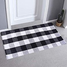 """Amazon.com: LHtrade Cotton Rug Buffalo Checkered Plaid Area Rug Bath Runner Door Mat for Entry Way Washable BathDoormatBedroom Carpet (24"""" x 51"""", Black and White Plaid Rug): Kitchen & Dining"""
