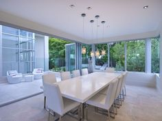 contemporary dining room - http://www.homehound.com.au/home+style/detail.php?id=792761