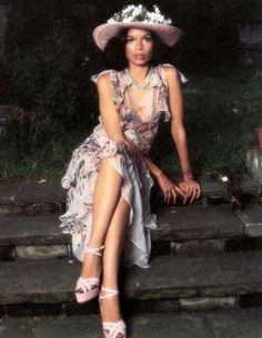 Nicaraguan fashion icon and Human Rights Advocate BIANCA JAGGER, wearing Ossie Clark outfit, photo by Norman Eales, Bianca Jagger, Mick Jagger, Charlotte Rampling, 70s Fashion, Vintage Fashion, Fashion Outfits, Fashion Styles, Vintage Beauty, Vintage Style