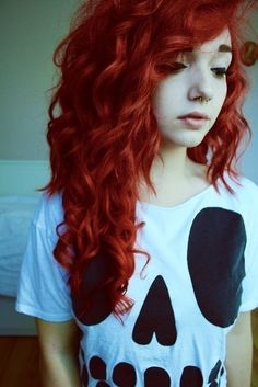 I adore curly Scene hair her hair is AMAZING! wish I had her hair. Dyed Red Hair, Dye My Hair, Pelo Emo, Emo Scene Hair, Scene Bangs, Alternative Hair, Grunge Hair, Soft Grunge, Crazy Hair