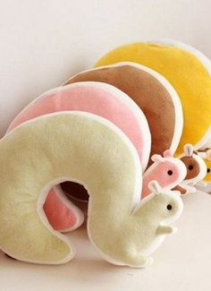 U - shaped pillow neck pillow nap pillow squirrel Sewing Crafts, Sewing Projects, Diy Projects, Sewing Toys, Sewing Clothes, Kids Crafts, Diy And Crafts, U Shaped Pillow, Creation Couture