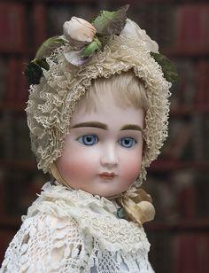 Ранний КЕСТНЕР с закрытым ртом, 1880е годы, 55 см - на сайте антикварных кукол. What a face, I wonder what she is?