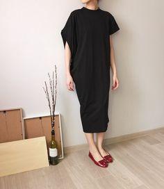 Asymmetrical sleeve black dress two-way dress by Metaformose