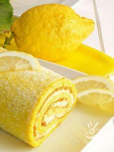 Il Rotolo alla crema di limone è una prelibatezza che vi conquisterà al primo boccone. Soffice, agrumato e goloso quanto basta per accontentare tutti! #rotoloallacrema #rotoloallimone #rotololimona