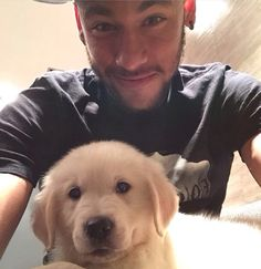 Aw neymar and the new pup Neymar Jr, Real Madrid, James Rodriguez, Good Soccer Players, Football Players, Fc Barcelona, Ronaldo, Cute Beagles, Football Love