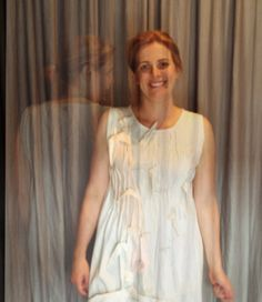 http://heroina-alexandrelinhares.blogspot.com.br/2014/03/erica-veste-heroina-alexandre-linhares.html   Erica usa vestido Heroína - Alexandre Linhares, exposto na Galeria Teix ano passado, integrando a Bienal de Curitiba.