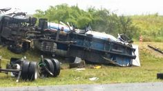 #LEIAMAIS WWW.OBSERVADORINDEPENDENTE.COM Motorista morre após caminhão carregado de gás tombar na BR-324