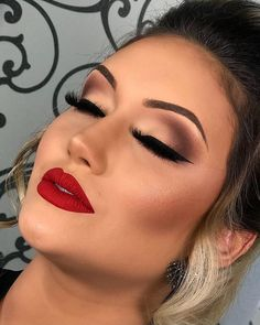 46 + Trendy Make-up Hochzeitsgast Stil - Wedding Makeup Glam Red Lipstick Makeup Looks, Glam Makeup Look, Red Makeup, Makeup For Brown Eyes, Eyeshadow Makeup, Makeup Looks For Red Dress, Makeup Style, Makeup Looks With Red Lips, Makeup Goals