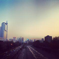 #ciudad #santiago #chile #mapocho #providencia Santiago Chile, Seattle Skyline, Landscape, Pictures, Travel, Earth, I Love, Cities, Photos