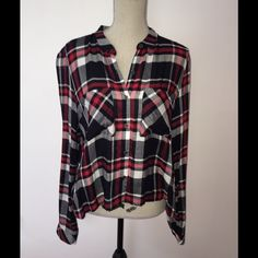 Plaid open back shirt Brand new plaid top, it's open on the lower back size medium Cotton On Tops Button Down Shirts