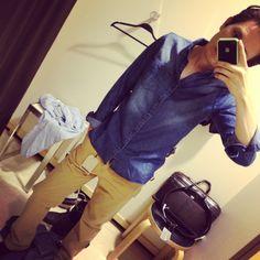 Una buena combinación sin duda es el azul 'denim' y el caqui!! #fashion #style #pinterest #runway