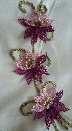 This Pin was discovered by Hic Crochet Doily Rug, Crochet Flowers, Hand Embroidery Designs, Embroidery Stitches, Yarn Crafts, Diy And Crafts, Cross Stitch Patterns, Crochet Patterns, Needle Lace