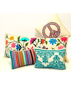 Colorful pillows always brighten up a dark room Mexican Style Bedrooms, Scatter Cushions, Throw Pillows, Hacienda Decor, Mexican Embroidery, Patchwork Pillow, Home Textile, Boho Decor, Home Deco