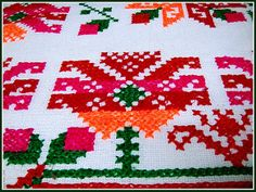 Bordado Huasteco - SLP México 8974 Mexican Outfit, Mexican Embroidery, Mexican Designs, Christmas Sweaters, Stitch, Wallpaper, Holiday Decor, Google, Traditional