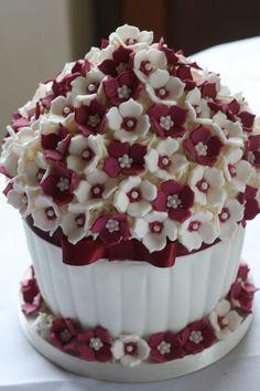 New Cupcakes Originales Con Flores 46 Ideas Large Cupcake Cakes, Big Cupcake, Fancy Cakes, Cute Cakes, Mini Cakes, Yummy Cakes, Cupcakes Flores, Swirl Cupcakes, Giant Cupcakes