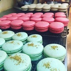 A Professional Baker's Insider Tips for Making the Best Macarons Macaroons-I love these things (visually more so than culinary-wise), I usually buy but do want to try and make one day. And then will probably go back to buying…. Baking Recipes, Cookie Recipes, Dessert Recipes, Baking Tips, Baking Secrets, Picnic Recipes, Baking Desserts, Bread Baking, Appetizer Recipes