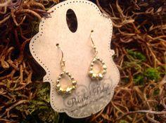 He encontrado este interesante anuncio de Etsy en https://www.etsy.com/es/listing/227076667/gold-pyrite-earrings-gold-sparkle