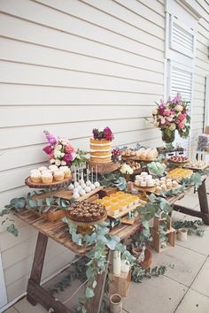 Introduce Vintage Dessert Bars at Modern Weddings Geburtstag. Introduce Vintage Dessert Bars at Modern Weddings Geburtstags Always aspired to learn how to knit, n. Deco Buffet, Rustic Buffet, Rustic Candy Bar, Outdoor Buffet, Rustic Bench, Rustic Kitchen, Rustic Wood, Kitchen Decor, Deco Champetre