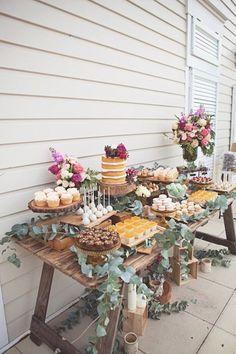 Hochzeitstischdeko Ideen - Kuchenbüfett #ILoveWeddings