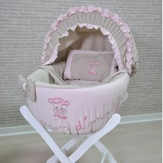Couffin pour bébé fille mélange de rose et taupe brodé petite fille
