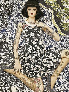 Editorial estampado por Steven Meisel para a Vogue Italia 2007