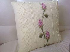Купить Вязаный чехол для подушки Нежные Розы тунисское вязание+вышивка - белый, сливочный цвет
