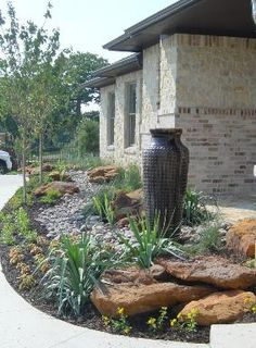 Inexpensive but Innovative Backyard Garden Landscaping Ideas An eye-catching xeriscape feature will make a perfect focal point for your front yard.An eye-catching xeriscape feature will make a perfect focal point for your front yard. Modern Front Yard, Small Front Yard Landscaping, Front Yard Design, Landscaping With Rocks, Backyard Landscaping, Backyard Ideas, Dry Riverbed Landscaping, Country Landscaping, Modern Landscaping