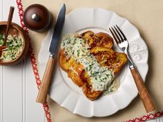 French Toast Florentine : Turn French toast into a savory dish by swapping the maple syrup for a creamy spinach sauce.