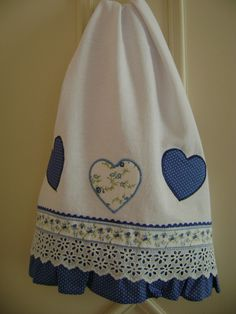Very nice towel Applique Towels, Embroidery Applique, Embroidery Designs, Towel Dress, Towel Apron, Dish Towels, Hand Towels, Tea Towels, Sewing Hacks