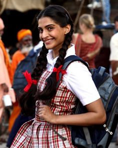 Many of us have been to co education schools, but those girls who have been to an all girls school would definitely relate to this post. Sonam Kapoor Movies, All Girls School, Bollywood Quotes, Cute Girl Dresses, Cute Cartoon Girl, Bollywood Gossip, Women Ties, Actor Photo, Fashion Updates