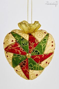 Продолжение / New Year kimekomi sets Quilted Christmas Ornaments, Christmas Cover, Christmas Baubles, Handmade Christmas, Christmas Diy, Clear Ornaments, Felt Ornaments, Ribbon Crafts, Fabric Crafts