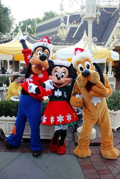 Goofy, Minnie Mouse and Pluto Disney Christmas Parade, Disney Very Merry Christmas, Disney Holidays, Cute Disney, Disney Mickey, Disney Parks, Disney Pixar, Mickey Mouse And Friends, Minnie Mouse