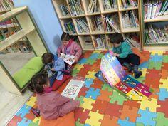 1ª visita de los alumnos/as de Infantil 3 años a la Biblio. Les ha encantado.