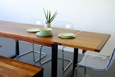 Table à dîner Monnet en Noyer massif avec ExtensionMonnet Dinning Table in Walnut Wood with Extensionhttps://degaspe-ca.liki.com/produit/table-a-diner-monnet-76493/noyer—acier-peint-en-noir—32-x-60-4-6-personnes—avec-2-extensions-de-20-591768