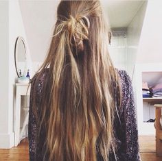 Top knot half up half down My Hairstyle, Messy Hairstyles, Pretty Hairstyles, Bad Hair Day, Beach Wave Hair, Beachy Hair, Head Band, Blond, Cut Her Hair