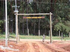 Aldeia Indígena Urbana Kakané Porã em construção. Portal de entrada.  Foto: Márcio Radaeli Atab