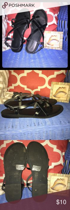 EUC American Eagle Sandals Size 9 EUC American Eagle strappy sandals women's size 9. I loved these and bought a size too large just to have them. I wore them last summer, but there is very minimal signs of wear except on the bottom. I found a new pair on Posh this year in my actual size so have no need for these anymore. Please ask any questions you may have and all reasonable offers are considered! Thanks!!! American Eagle Outfitters Shoes Sandals