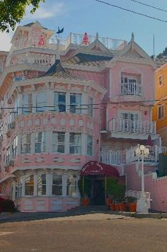 Hotel St. Lauren - Catalina Island, CA. Totally stayed here with my family!!! Thanks Howie!!