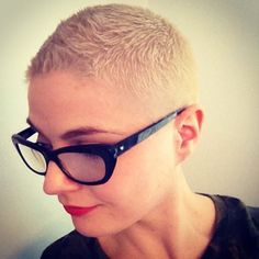 Five Reasons to Go Short – Why Short Hairstyles Are In Right Now Short Shaved Hairstyles, Short Hair Undercut, Hairstyles With Glasses, Undercut Hairstyles, Pixie Hairstyles, Pixie Haircut, Short Hairstyles For Women, Curled Hairstyles, Cool Hairstyles