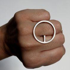 Moderne handgemaakte ring OQ in zilver