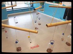 Escenarios ludicos Childcare Activities, Gross Motor Activities, Sensory Activities, Sensory Play, Infant Activities, Reggio Emilia Classroom, Homemade Instruments, Learning Centers, Pre School