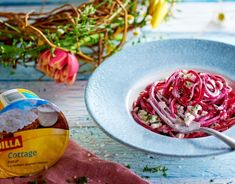BILLA I Řepové špagety s cottage sýrem Cabbage, Vegetables, Food, Veggie Food, Cabbages, Vegetable Recipes, Meals, Veggies, Brussels Sprouts