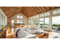 This new interior design collection will let you get ideas from 18 Tranquil Coastal Living Rooms To Ensure Your Comfort. Beach Living Room, Coastal Living Rooms, Living Spaces, New Interior Design, Home Design, Design Ideas, Casas Containers, Beach House Decor, Home Decor