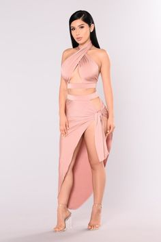 WOW feminine fashion outfits that look really amazing! Satin Dresses, Sexy Dresses, Beautiful Dresses, Sexy Outfits, Cute Outfits, Fashion Outfits, Womens Fashion, Egyptian Queen, Feminine Style
