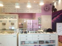 Fermento gelato store, located in Parma (Italy). This shop has 4 Gel Matic machines: two BC 121 BIB (inserted in a wonderful white wood wall) and two lilac BV 255 BIB (on the right in the picture).