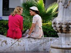 Sira Quiroga vestido blanco estampado colores. El tiempo entre costuras. Capítulo 5 vía http://www.antena3.com/series/el-tiempo-entre-costuras/