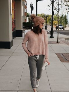 How to get cozy with Crane & Canopy - - Blush sweater + blush beanie + grey pants +white sneakers Source by Lazy Day Outfits, Cute Outfits, Fall Fashion Outfits, Winter Fashion, Trendy Fashion, Jogger Pants Outfit, Beanie Outfit, Loungewear Outfits, Fashion Blogger Style