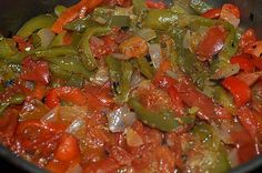 La meilleure recette de TCHOUTCHOUKA! L'essayer, c'est l'adopter! 5.0/5 (3 votes), 3 Commentaires. Ingrédients: 2 poivrons verts 1 poivron rouge Concassée de tomates 1 gros oignon 2 gousses d'ail huile d'olive épices : piment fort, cumin sel et poivre