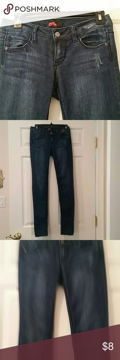 Forever 21 long jeans  size 25 perfect condition Worn just few times. Great condition  THANK YOU FOR LOOKING , PLEASE CHECK OUT MY CLOSET, I HAVE OVER 100 DIFFERENT STYLE JEANS, PRE OWNED AND NEW, YOU CAN MAKE A BUNDLE AND SEND ME AN OFFER AND ALSO SAVE ON SHIPPING. Forever 21 Jeans