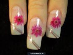 Imágenes de uñas decoradas con esmalte